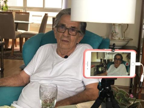 O servidor aposentado Luiz Antonio de Toledo Leite, durante entrevista concedida ao Centro de Memória do TRT-2.